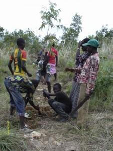 10-Les scéances de creusement des trous dans lesquels on va plater les arbres (4)