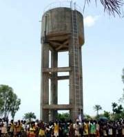 Der Wasserturm, ein weithin sichtbares Zeichen unserer Hilfe.