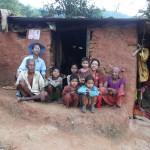 Besuch einer Familie, hinten links mit Hut: Ramesch Citrakar